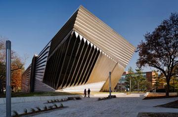 מוזיאון ברוד במישיגן, בתכנון חדיד (צילום: Paul Warchol)