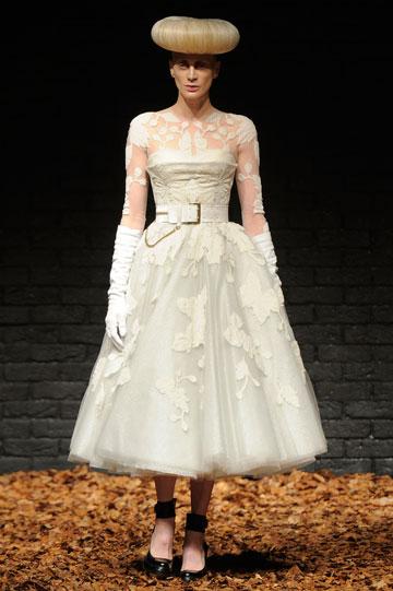 קריסטן מקמנאמי בשבוע האופנה בלונדון. הבגרות מוסיפה לסקס אפיל (צילום: gettyimages)