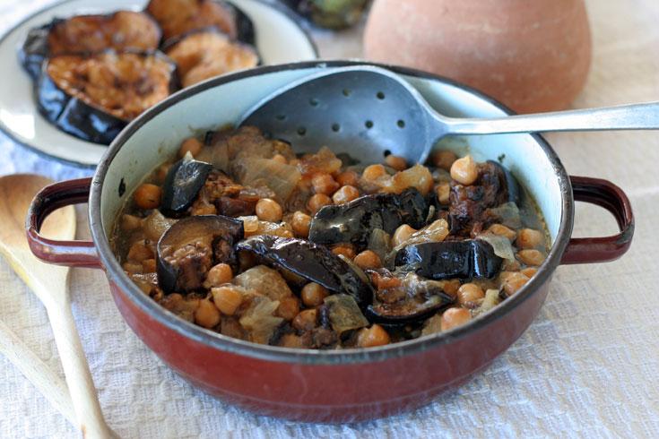מרק חומוס עם חצילים (צילום: אסנת לסטר)
