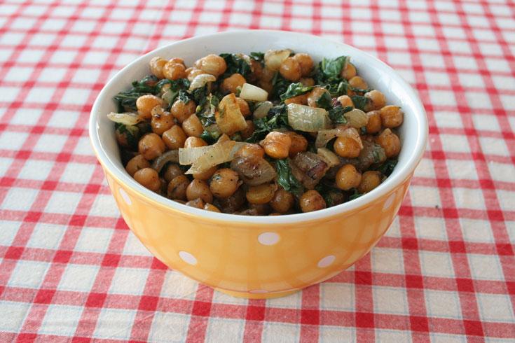 תבשיל חומוס עם תרד (צילום: אסנת לסטר)