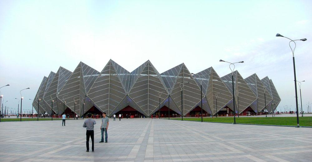 האירוויזיון חנך את ''אולם הבדולח'' בבאקו, אזרבייג'ן. חזית משוננת שבולטת למרחוק (צילום:  Khortan, cc)
