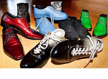 אוסף הנעליים. ''יש לי בארון כעשרים זוגות. אבל עשרים זוגות שנבחרו אחד אחד. כמו אורז'' (צילום: ענבל מרמרי)