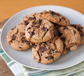 רכות מבפנים, פריכות מבחוץ. עוגיות שוקולד צ'יפס פרווה (צילום: shutterstock)