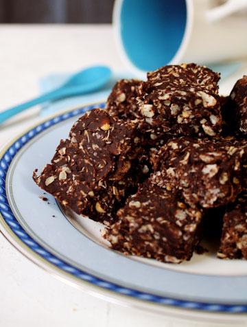 מוכנות תוך דקות. עוגיות שוקולד וחמאת בוטנים ללא אפייה (צילום: בישול בזול)