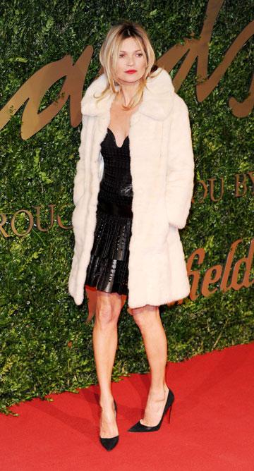 פרס לציון 25 שנות קריירה. קייט מוס בטקס פרסי האופנה הבריטי אמש (צילום: gettyimages)