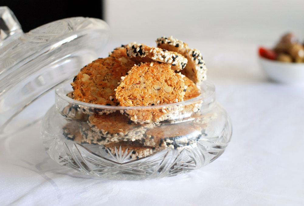 נעלמות בצ'יק. עוגיות גבינה מלוחות עם פקאן וצ'ילי (צילום: רחלי קרוט)