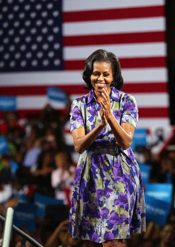 עוד שמלה שמישל אובמה אוהבת למחזר, בעיצוב מוסקינו (צילום: gettyimages)