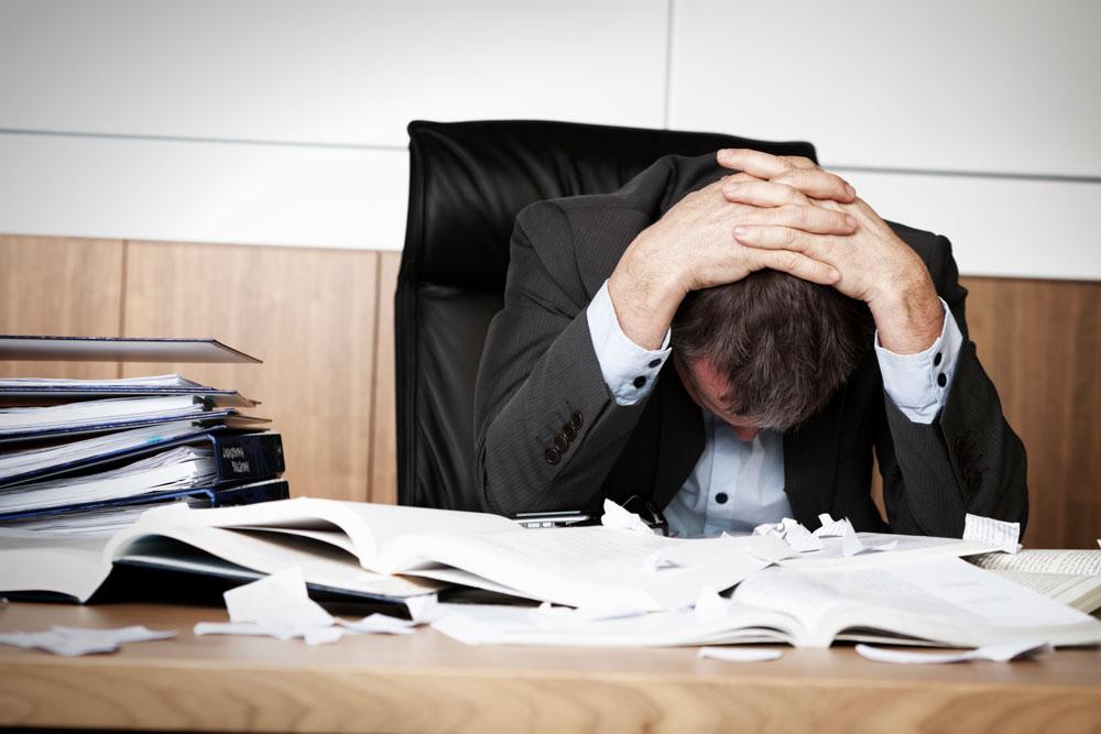 מחקרים שמראים שלחץ ושחיקה בעבודה מעלים את הסיכון להתקפי לב באופן משמעותי (צילום: thinkstock)