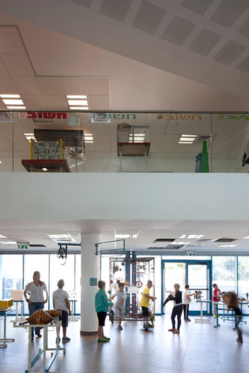 האולם מתנשא לגובה קומתיים (צילום: עמית גרון)