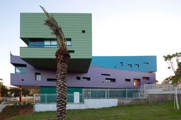 חריג בנוף. בית הספר החדש (צילום: עמית גרון)