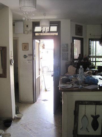 דלת הכניסה והמטבח, ''לפני''