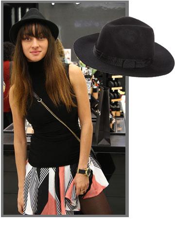 אנה ארונוב לא זזה בלי הכובע שלה מבית rockglam (מחיר: 119 שקל) (צילום: אסף לב, גלעד בר שלו)