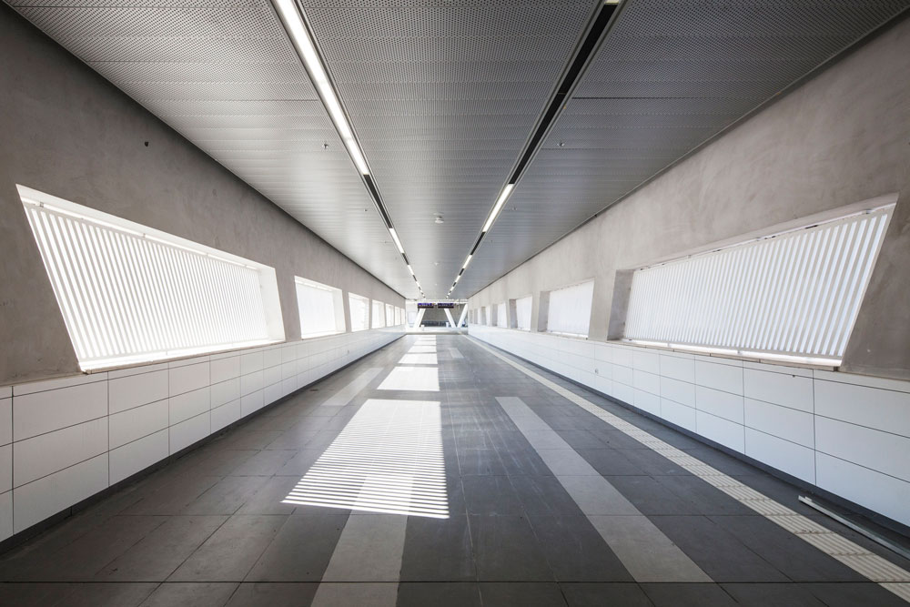 המעבר התת-קרקעי מתחת לכביש יד מרדכי-נתיבות. בשעת מלחמה והתקפה זהו מקלט; האדריכל מציע שבימים רגועים זה יהיה חלל תערוכות (צילום: אביעד בר נס)