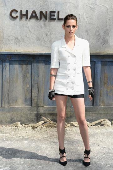 קריסטן סטיוארט. מתקשה להיראות שיקית גם בבגדי מעצבים (צילום: gettyimages)