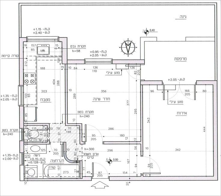 תוכנית הדירה שעיצבה שירי בלום לאודן, ''לפני'':  40 מ''ר שחולקו חדרים חדרים - מבואה נפרדת, מטבח נפרד, שירותים וחדר רחצה, חדר השינה במרכז והסלון מימין (תכנית: שירי בלום לאודן)