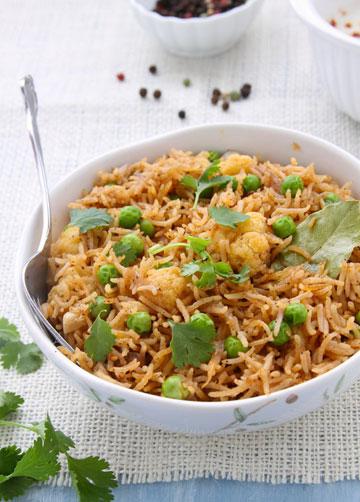 אורז בסמטי עם ירקות ותבלינים (צילום: Tanvi Srivastava)