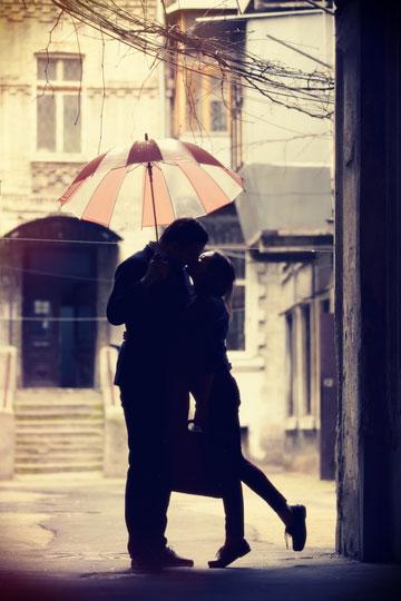 אם את מסכימה לנשק מישהו, הרי את מביאה אותו אל תוך מרחבך האישי  (צילום: shutterstock)