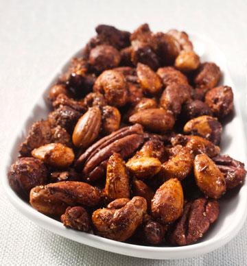 אגוזים מתובלים (צילום: רן גולני, סגנון: נעמה רן)