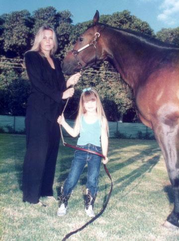 היתה ונשארה הילדה הטובה של אמא. ציפי לוין ובר רפאלי (צילום : שוש גת)