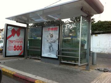 כמה אנשים אפשר להכניס לתחנת אוטובוס בחיפה?