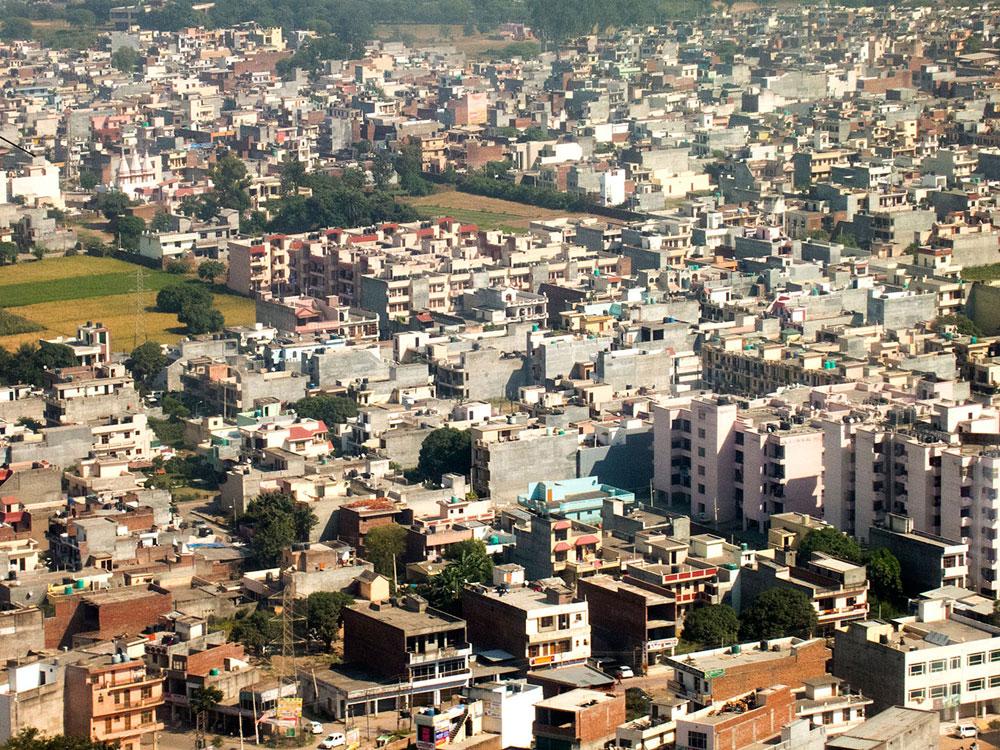 צ'אנדיגר. נחשבת לעיר הכי נקייה וירוקה בהודו, וגם לעיר הראשונה שתוכננה על שולחנם של אדריכלים (צילום: Fernando Stankuns, cc)