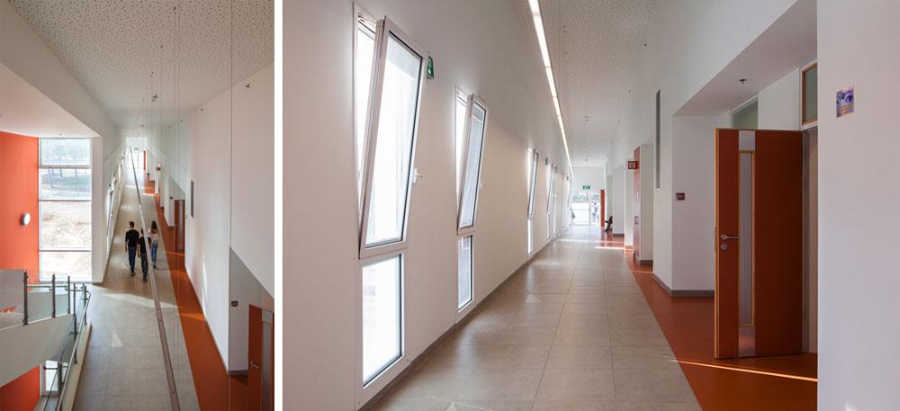 החיפויים בבניין פשוטים, הלוחות האקוסטיים הם מגבס, וחלק מהרצפה מחופה ביציקת אפוקסי כתומה שמסמנת את הכניסה לכיתות (צילום: טל ניסים)