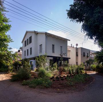 ''אחרי''. ארבע קומות, שתי משפחות (צילום: יואב גורין)