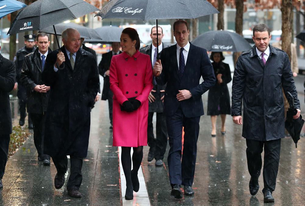 מזג האוויר אומנם רטוב וקודר, אך זו לא סיבה לוותר על מראה בוהק ורענן. קייט מידלטון והנסיך וויליאם בניו יורק ביום שלישי בבוקר (צילום: gettyimages)