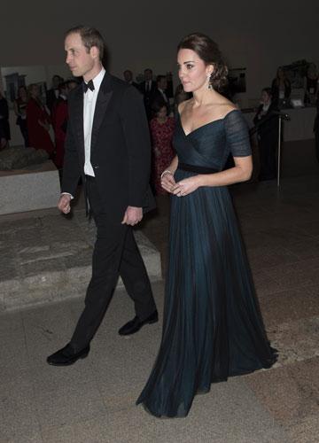 ערב שלישי: באירועים רשמיים, הולכים על בטוח. מידלטון בשמלה של ג'ני פקהאם (צילום: gettyimages)