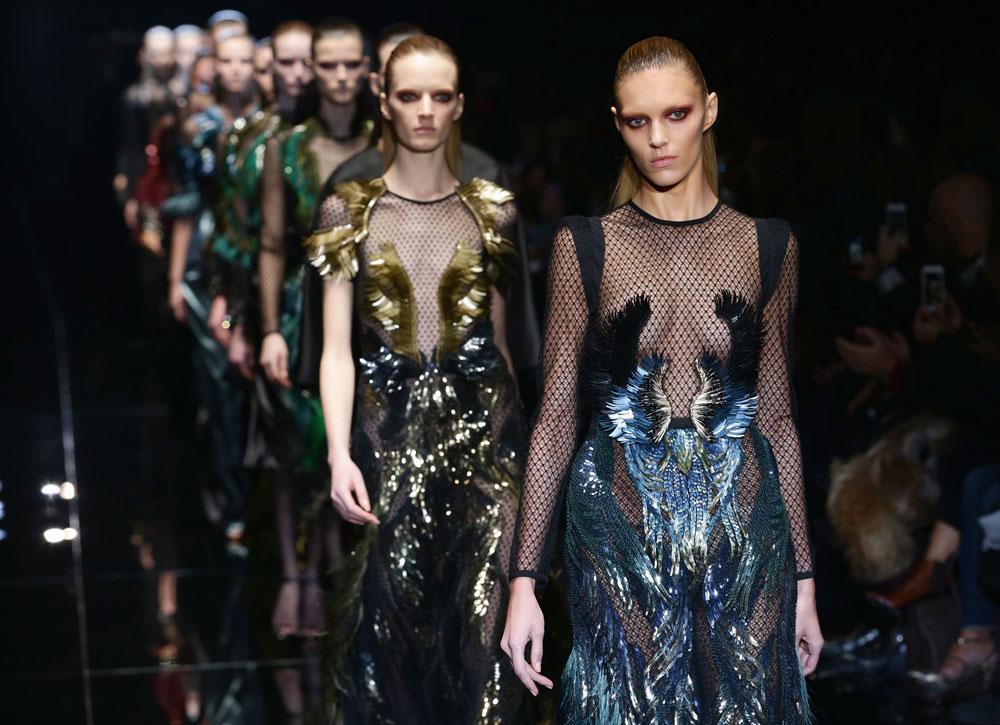 סגנון נשי, נחשק ונוסטלגי. תצוגת אופנה של גוצ'י בעיצובה של פרידה ג'יאניני (צילום: gettyimages)