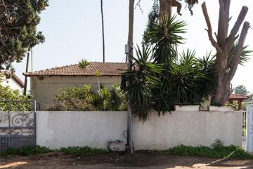 בית ברחוב הברושים, נחלת יהודה. צביון כפרי (צילום: אביעד בר נס)