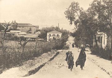 היקב ובית פקידי היקב בתצלום מ-1912 (באדיבות מוזיאון ראשון לציון)