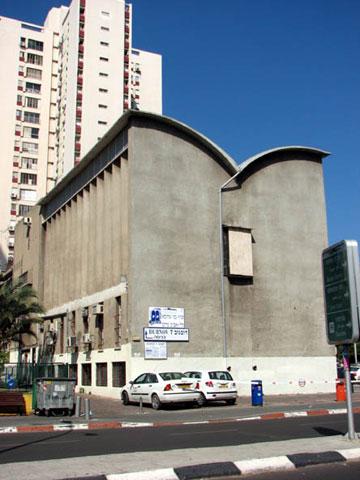 בניין בני עקיבא והקיבוץ הדתי, שתוכנן בידי יוחנן רכטר בצורה שמזכירה ספר תורה פתוח (צילום: מיכאל יעקובסון)