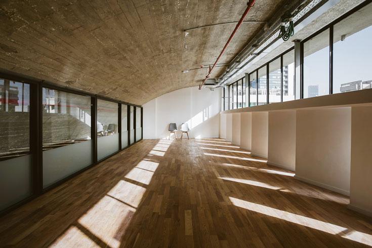 המשרד השני בקומת הגג עדיין מחכה לשוכרים (צילום: שירן כרמל)