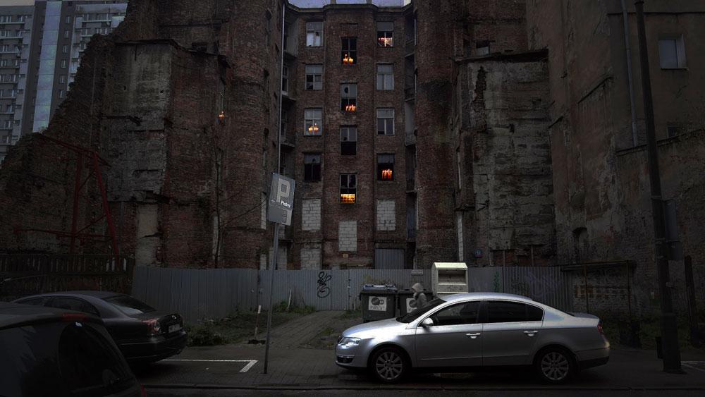 מתוך פרויקט ''הארה''. המבנים שנבחרו להדלקת החנוכיות ממוקמים בכל רחבי ורשה, ולא רק בתחומי הגטו היהודי. חלקם הרוסים, כמו הבניין שבתמונה, וחלקם פעילים - כמו מקווה שהיום משמש כבית ספר תיכון (באדיבות Talmon Biran Architecture Studio)