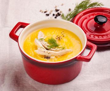 צהוב: מרק פלפלים צהובים ועוף (צילום: רן גולני סגנון: נעמה רן)