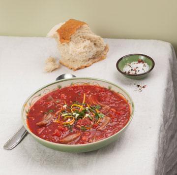 אדום: מרק עגבניות ואוסובוקו (צילום: רן גולני סגנון: נעמה רן)