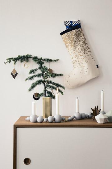 הנרות תופסים חלק מרכזי ביצירתה של אווירת החג (באדיבות ferm living)