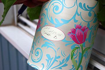 אפשר גם להוסיף הוראות השקייה או את שם הצמח (צילום: מיה חסון)