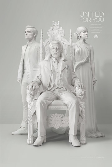 """לבן על לבן. שמלה של אלון ליבנה בפרסומת לסרט """"משחקי הרעב: עורבני חקיין"""""""