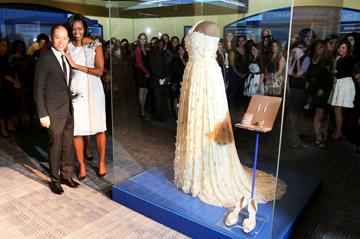 הגברת הראשונה של האופנה האמריקאית. מישל אובמה עם ג'ייסון וו (צילום: gettyimages)