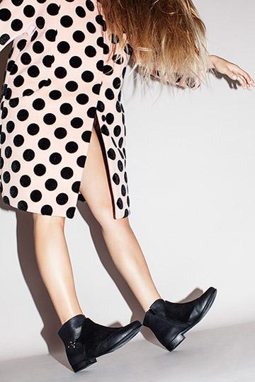 יריד זוגות. עד 50 אחוז הנחה על נעליים ואביזרים