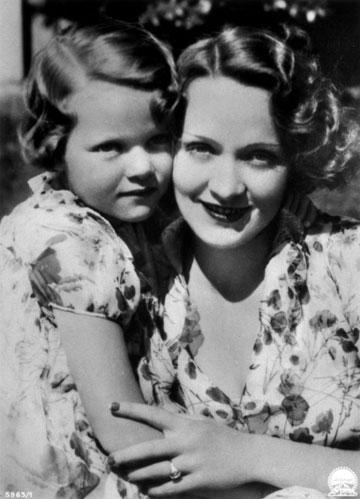 קשר מסובך. עם בתה מריה אליזבת סיבר (צילום: rex/asap creative)