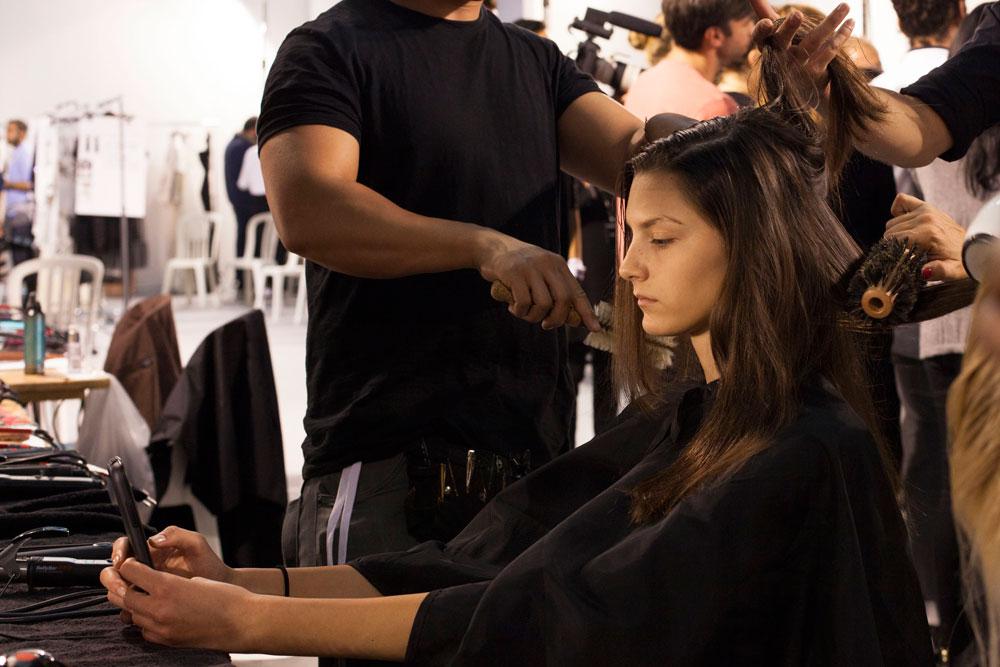 עיצוב שיער מאחורי הקלעים (צילום: רותם רייצ'ל חן)
