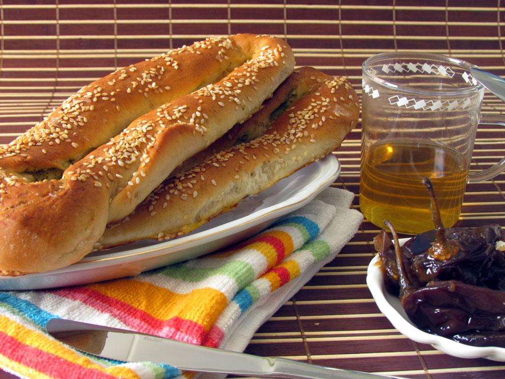 בייגלה ירושלמי במילוי גבינה (צילום: חיה אילונה דר)