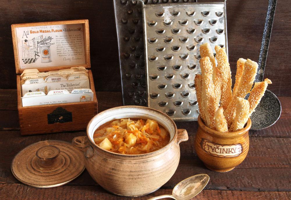 מרק כרוב ותפוחי אדמה (צילום: אסנת לסטר )