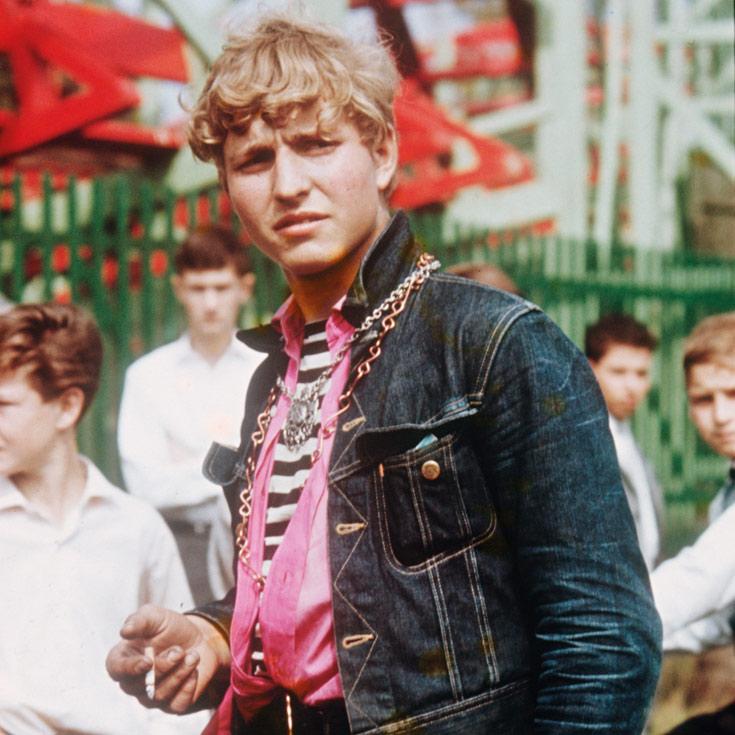 חבר כנופייה בצילום של ויינברגר. דור הג'ינס, גם באירופה