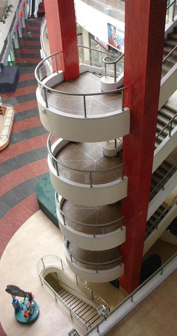 המדרגות המפותלות. סמל לאדריכלות שנות ה-70
