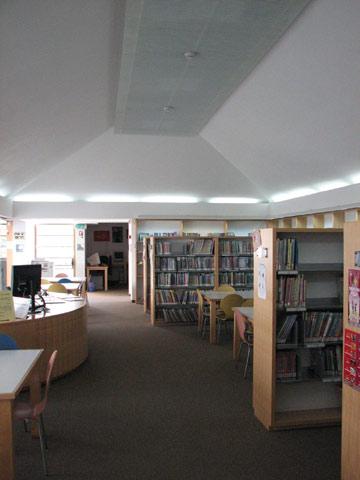 הספרייה ביבנה (צילום: מיכאל יעקובסון)