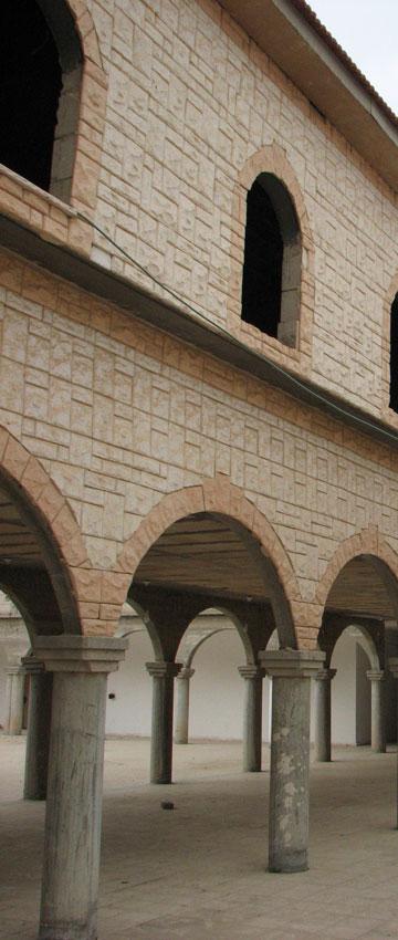 האכסנייה שלא נפתחה, סמוך לבית הכנסת (צילום: מיכאל יעקבסון)